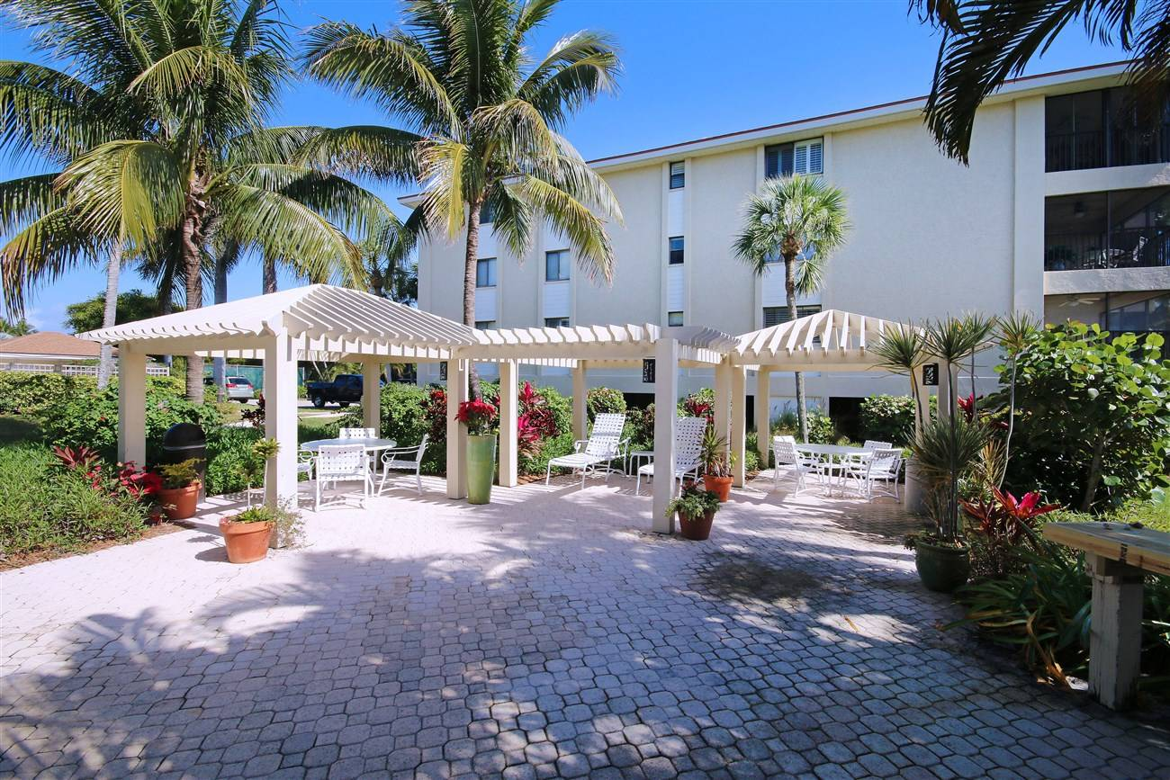 sanibel complexes club beach island rentals vacations condo cottage